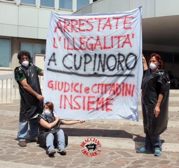 Flash mob per Cupinoro davanti alla Procura di Civitavecchia